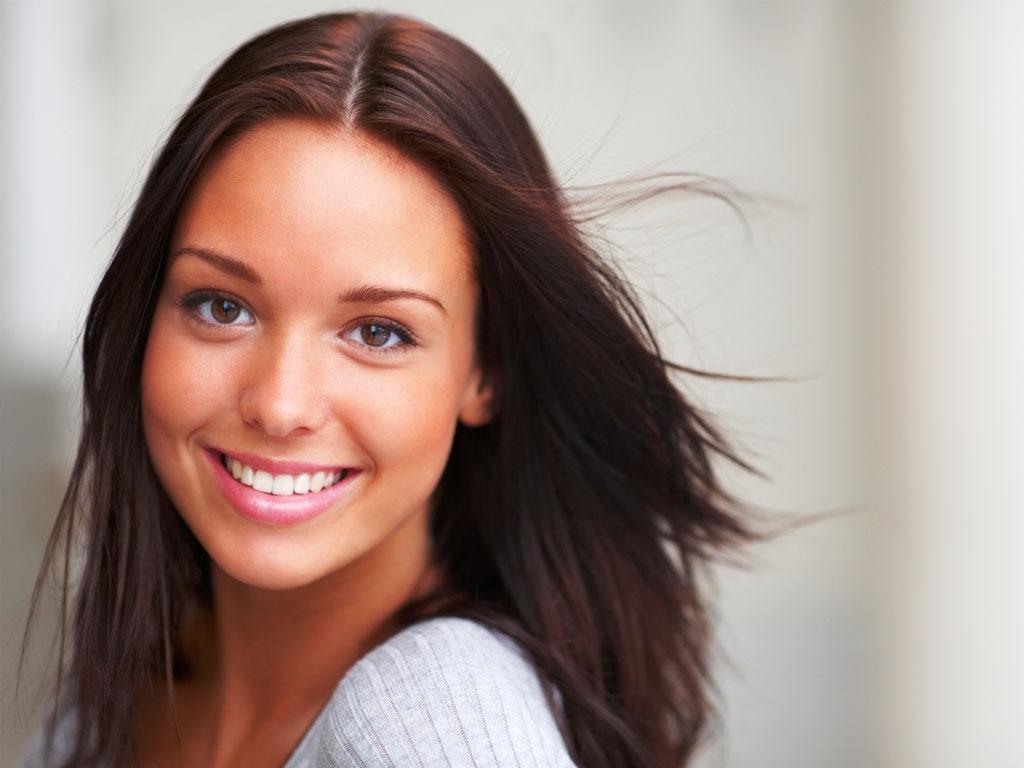 Vertailussa Crest Whitestrips ja Zental hampaiden valkaisuliuskat