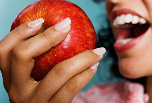 Hampaiden valkaisu kotikonstein luonnollisesti